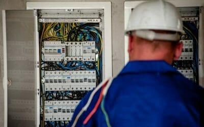 Strom sparen dank E-Check und Beratung vom Fachbetrieb