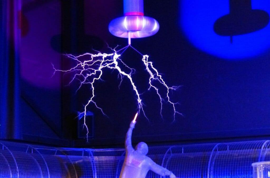 Maßnahmen beim Stromunfall und die DUGV Vorschrift 3 als Vorsorgeinstrument